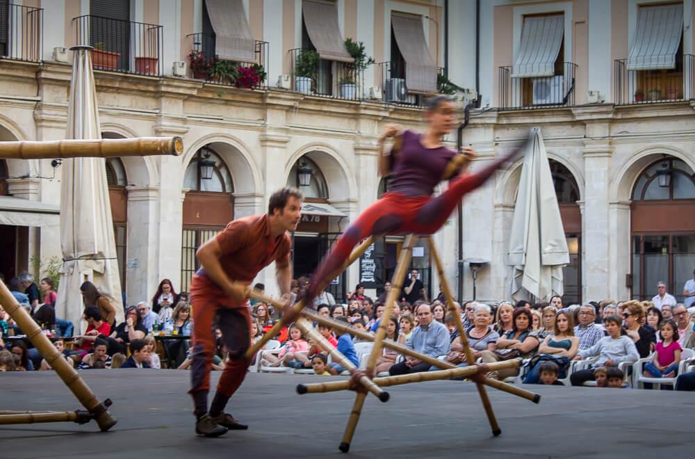El Circ Bover a la Plaça de Dins - Mostra de Teatre d'Alcoi 2016